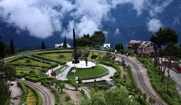 httpcdn2.dealnyou.inimgoriginalAdventure_Wedding_in_Darjeeling_3.jpgw=433&h=416